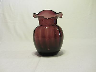 "VINTAGE PILGRAM NORTH AMERICAN RIBBED PURPLE MELON VASE 5"" HIGH"