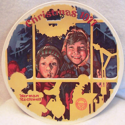 Knowles Norman Rockwell Christmas 1977 The Toy Shop Window Decorative Plate