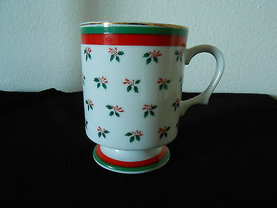 "3.75"" Lefton China CHRISTMAS HOLLY coffee MUG CUP on Pedestal w/Gold trim Japan"