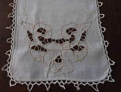 Vintage Natural Linen Table Runner Cutwork Embroidered Roses Lace Trim Ecru 32""