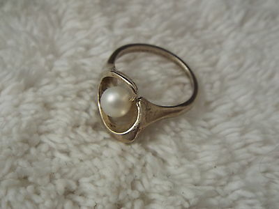Sterling Silver Cultured Freshwater Pearl Ring - Size 8 (C62)
