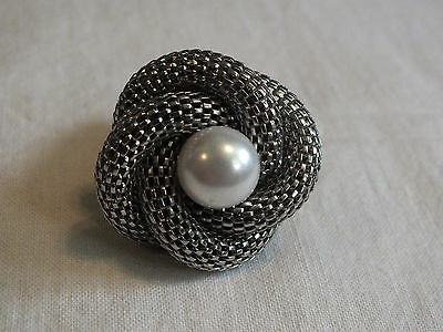 Silver Tone Cocktail Ring Stretch Chunky  Mesh Loops Large Faux Pearl NICE