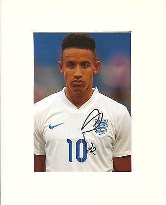 A 10 x 8 inch mount, personally signed by Callum Robinson of England.