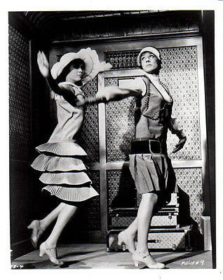 Julie Andrews Mary Tyler Moore 8x10 photo Q0197