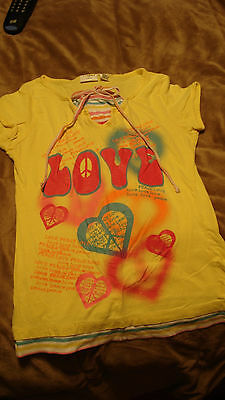 GIRLS YELLOW SHIRT SIZE  MEDIUM 8/10 WITH  LOVE AND PEACE SIGNS