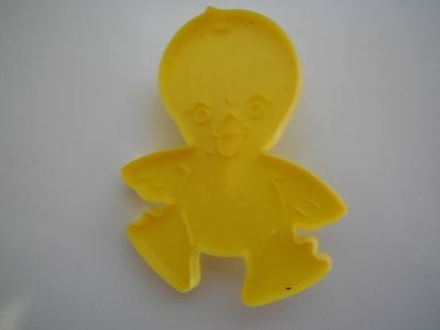1990 Wilton Plastic Yellow Easter Chick Cookie Cutters with Handle