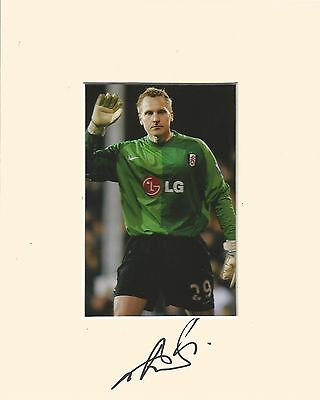 10 x 8 inch mount personally signed by Antti Niemi of Fulham on 30.01.2015.