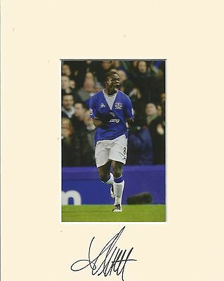 10 x 8 inch mount personally signed by Louis Saha of Everton on 07.09.2014.