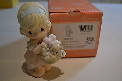 2004 Precious Moments Give With A Grateful Heart Figurine 0000382