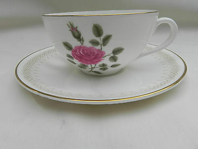 Royal Doulton SWEETHEART ROSE TEA CUP & SAUCER, H4936.