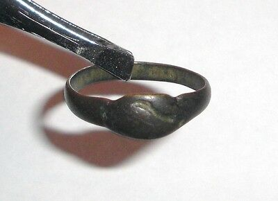 Ancient Roman Empire, 1st - 3rd c. AD. Bronze ring with clasped hands