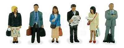 Bachmann 36-044 Station Passengers Standing Figures 00 Gauge Model People