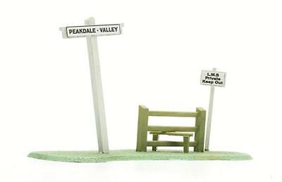 Dapol C078 Signpost and Stile Kit OO Gauge
