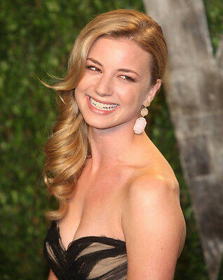 """Emily VanCamp in a 11"""" x 17"""" Glossy Photo Poster 58e"""