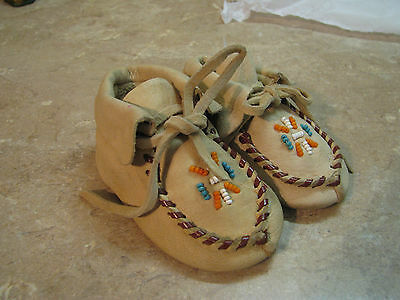 VTG Leather NATIVE AMERICAN INDIAN MOCCASINS Baby Sz 1, BEADED HARD SOLE SHOES