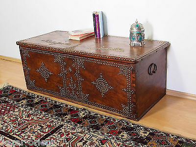 antik orient Holz truhe Antique islamic Zanzibar wooden Storage Chest 18/19.Jhd