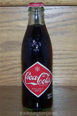 LE USA HOLIDAY 2012 EMBOSSED COCA-COLA DIAMOND LABEL 8oz w/CONTENTS GLASS BOTTLE