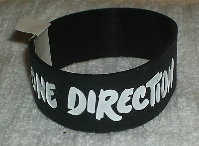RUBBER WRISTBANDS *** ONE DIRECTION *** NEW - 25 cm - COLOUR BLACK/WHITE