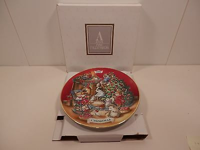 Vintage Avon 1992 Christmas Plate - Sharing Christmas with Friends