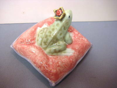 Enchanted Prince - Frog On Pillow By Lladro   #8444