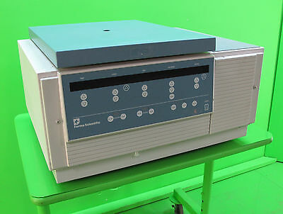 Forma Scientific 5682 Refrigerated Bench Top Centrifuge with Rotor & Buckets