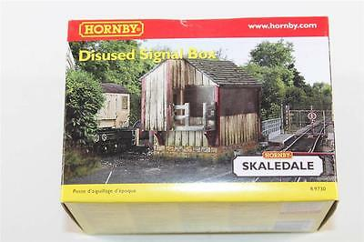 OO Scale Hornby Skaledale Disused Signal Box R9730 FNQHobbys (NH317)