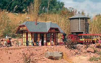 Piko G Scale Grizzly Flats Station | Bn | 62209