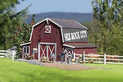 Piko G Scale Red Barn | Bn | 62110