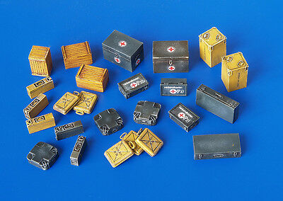 PLUS MODEL PL4023 WWII German Ammunition & Medical Aid Containers in 1:48