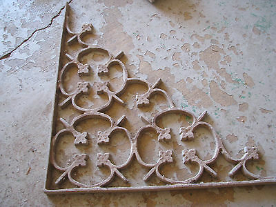 ARCHITECTURAL SALVAGE Cast Metal CORNER BRACKET Vtg/Antique CHIPPY Gothic/Cross