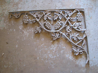 ARCHITECTURAL SALVAGE Cast Metal CORNER BRACKET Vtg/Antique CHIPY Rustic GRAPES