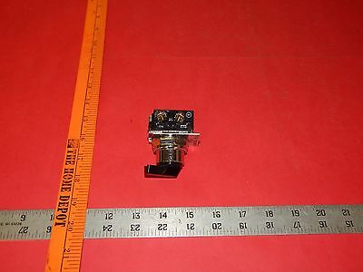Cutler Hammer 10250T-91000T 2Position Black Selector Switch With C4401 Contact