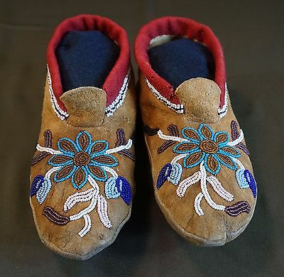 Beautiful Early 1900 Native American First Nation Cree Metis Beaded Moccasins