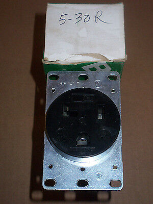 NEW BRYANT 9530-FR Flush Receptacle 2 pole 3 wire Grounding 30 amp 125v 5-30R