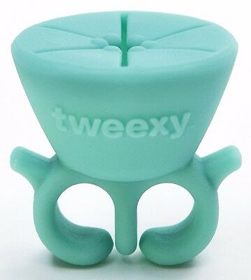 Tweexy - The Original Wearable Nail Polish and Varnish Holder in Spa Green