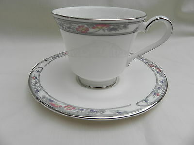Royal Doulton ARLINGTON H5180 TEA CUP & SAUCER.