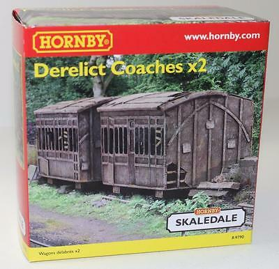 OO Scale Hornby Skaledale 2 x Derelict Coaches R9790 FNQHobbys