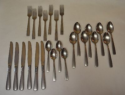 Oneidacraft Accent Pattern 25 Piece Stainless Deluxe