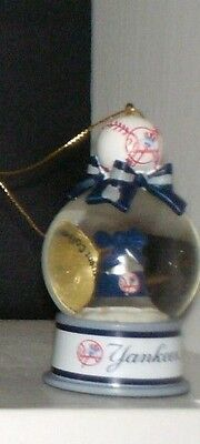 Danbury Mint Ny Yankees Bell Snow Globe Ornament New In Wrapper