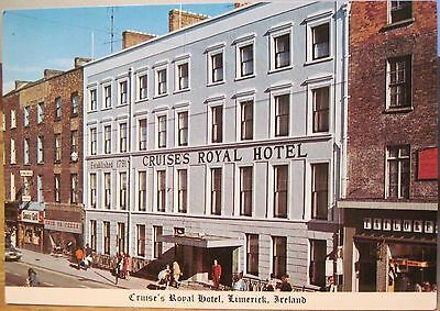 Irish Postcard CRUISE'S ROYAL HOTEL Mail Coach Limerick Shannon Ireland Cardall