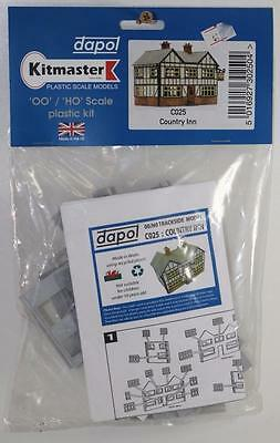 OO 1:76 Dapol Country Inn Un-Assembled Plastic Kit C025 FNQHobbys