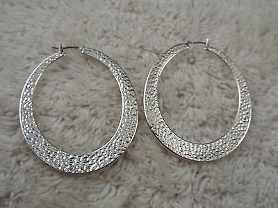 LIZ CLAIBORNE Hammered Silvertone Oval Hoop Pierced Earrings (A39)