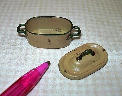 Miniature Aged Rustic Enamel Oval Dutch Oven, GOLD A++ DOLLHOUSE 1/12