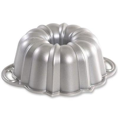 Nordic Ware Backform Bundt mit Griffen