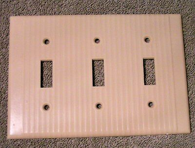 Vtg Leviton Art Deco Ivory ribbed Bakelite triple toggle switchplate Cover