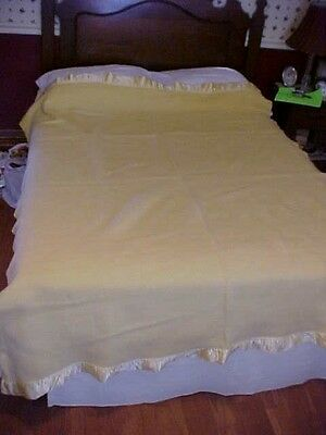 Vintage Wool Blanket, Light Yellow Color, With Satin Edge