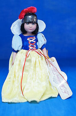 "Snow White 7"" Vinyl Doll Brynn Lee Middleton LE500  #17019 COA Numbered Signed"