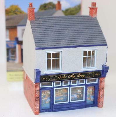 OO 1:76 scale Hornby Skaledale Cake My Day Baker Shop R9828 New FNQHobbys