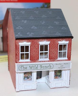 OO 1:76 scale Hornby Skaledale The wild Bunch Florist R9831 New FNQHobbys