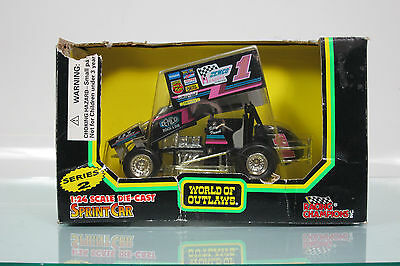World of Outlaws 09035 #1Billy Pauch 1:24  Sprint Car Diecast RACING CHAMPIONS
